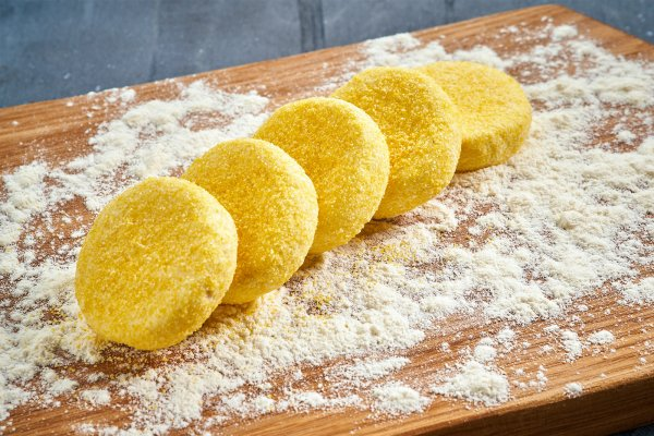 Cheesecakes in polenta