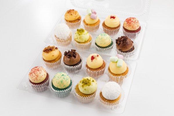 16 mini cupcakes set
