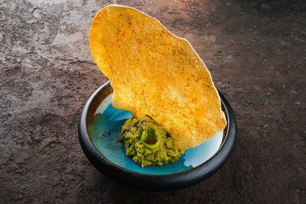 Guacamole with papdum chips