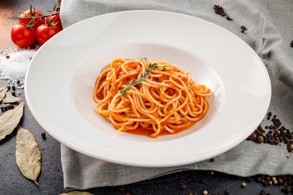 Spaghetti in tomato sauce with basil