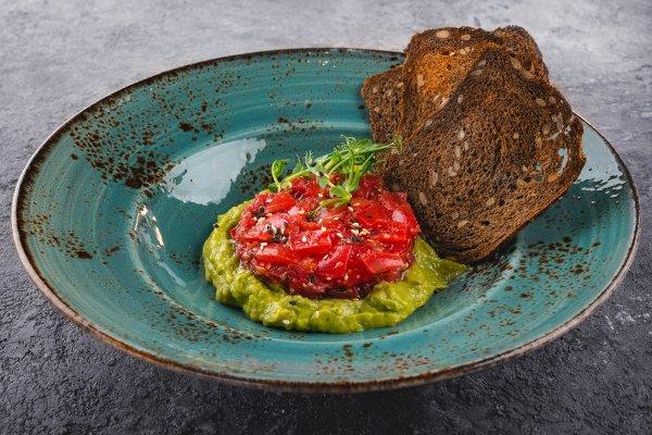 Tomato tartare with guacamole