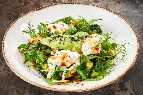 Green salad with stracciatella