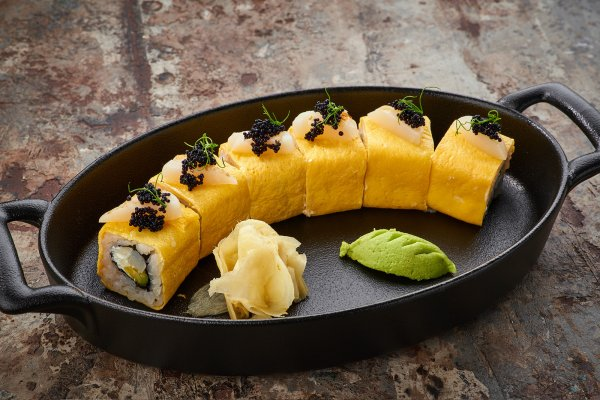 Tamago roll with scallop