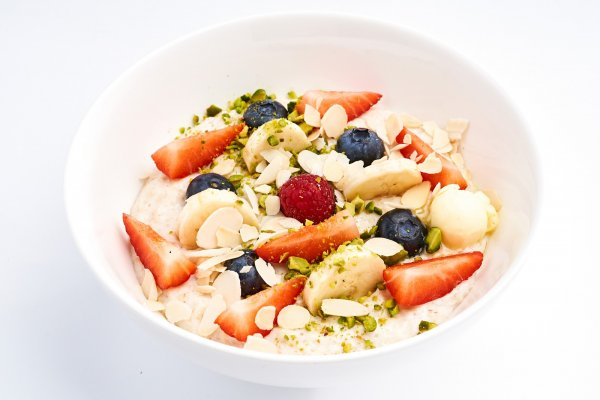 Porridge with berries, banana and nuts