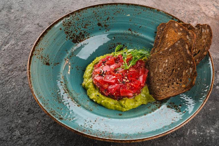 Тар-тар из томатов с гуакамоле